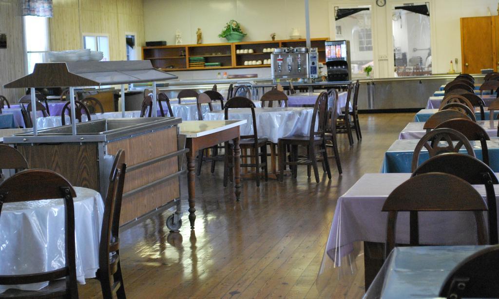 st.-m-dining-room.JPG (Lg:1024x614)